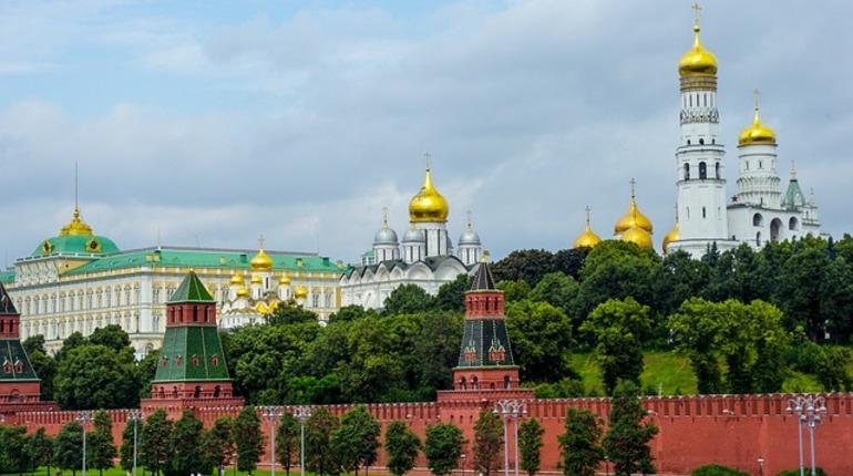 В Кремле заявили о беспрецедентной русофобии в Великобритании, комментируя доклад о «грязных деньгах».