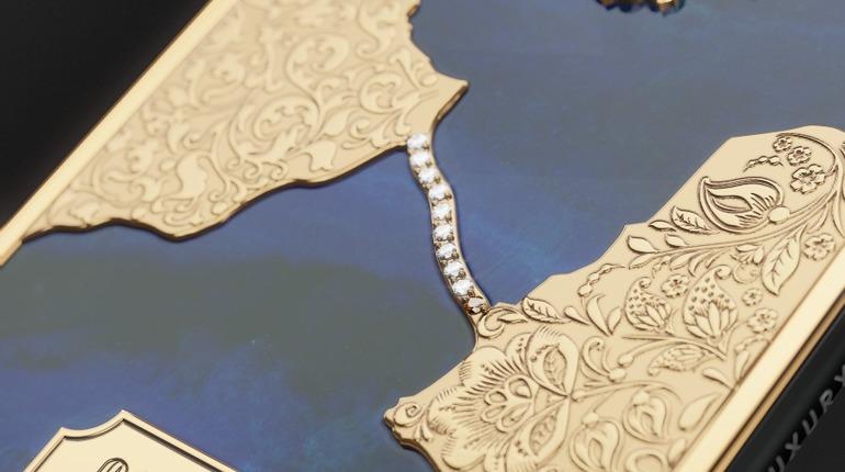 Российские ювелиры проложили бриллиантовый Крымский мост на iPhone X