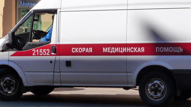 Двое рабочих пострадали на стройках в Петербурге, и один из них скончался в больнице.