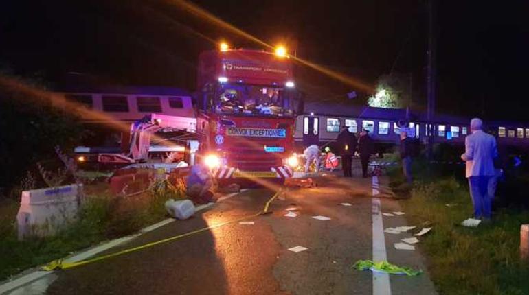 ВИталии пассажирский поезд врезался вфуру, необошлось без жертв