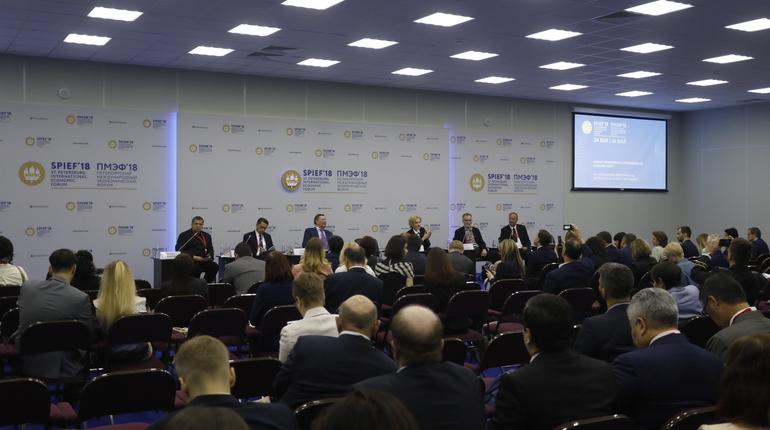 Петербургский международный форум продолжается. На второй день запланировано порядка 50 деловых мероприятий, главным из них станет пленарное заседание с участием лидеров России, Франции и Японии.