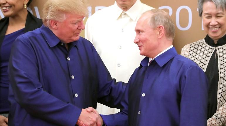 Трамп обожает В.Путина,— Сноуден