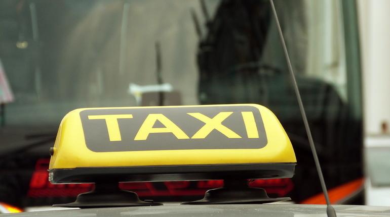 Такси прокатило создателя Versus Battle по встречке на ЗСД
