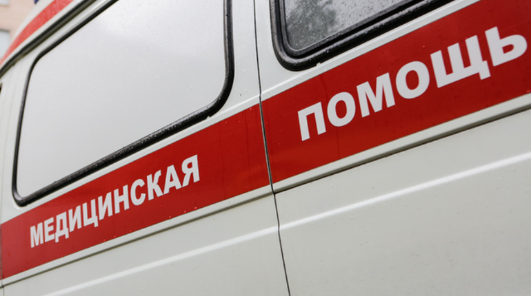 В Петербурге фотограф упал с Ростральной колонны