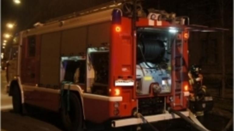 Две машины выгорели ночью в Приморской районе