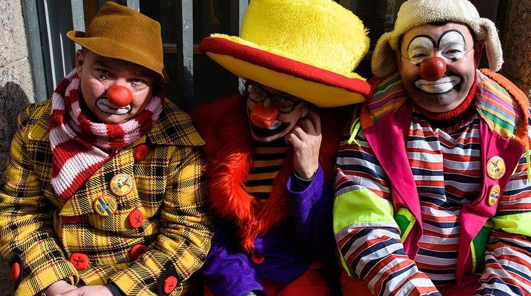 В Петербурге в рамках «Книжных аллей» пройдет Театральный марафон. Клоуны, артисты, мимы будут выступать под открытым небом.