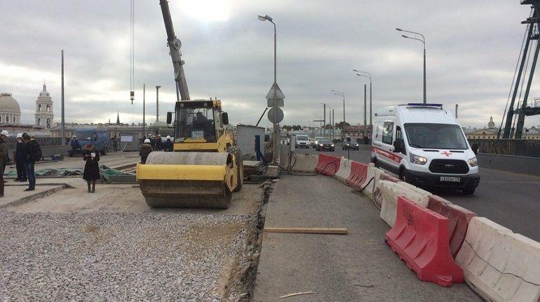 Ремонт Тучкова моста в Петербурге планируется завершить на пять месяцев раньше – не в мае 2018 года, как это предусмотрено контрактом, а к 15 декабря. Об этом рассказал журналистам директор по производству компании ЗАО