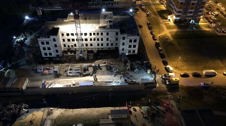 Прокуратура начала проверку в отношении строительной компании и подрядчика по факту гибели рабочего при обрушении лестничного марша в здании на Южном шоссе.