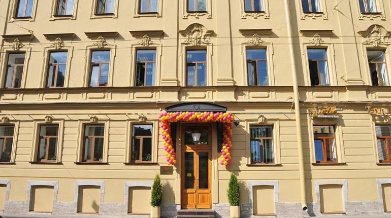 Обновленный фасад здания управления торжественно открылся 4 июня после трех месяцев реставрационных работ.