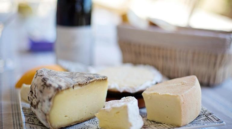 Петербуржец пытался вывезти из Финляндии 36,5 кг сыра и масла
