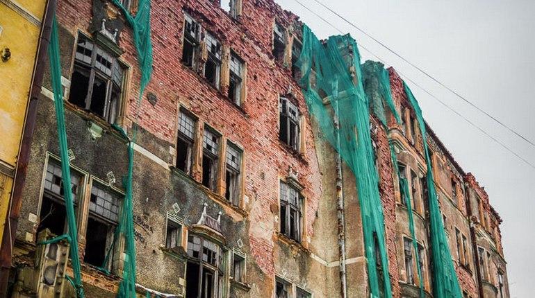 Петербургские градозащитники, похоже, вдоволь навоевались в Петербурге, и решили переключиться на Ленинградскую область. Своих активистов там практически нет, и просторы для общественной деятельности имеются.