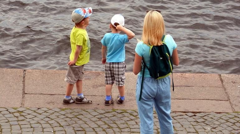 Петербургским женщинам через социальные сети предлагают стать суррогатными матерями.