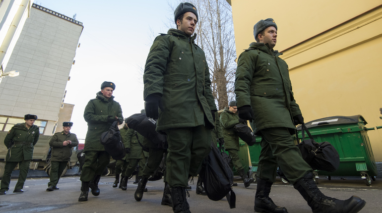 Минобороны РФ предлагает изменить правила призыва на срочную службу. Соответствующие поправки ведомство намерено внести в закон