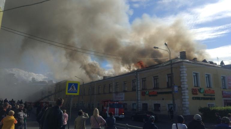 Всех посетителей «Меньшиков-холла» успели эвакуировать
