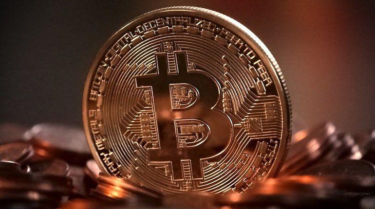В Воронеже местный житель нашел на дороге монету виртуальной валюты биткоин.