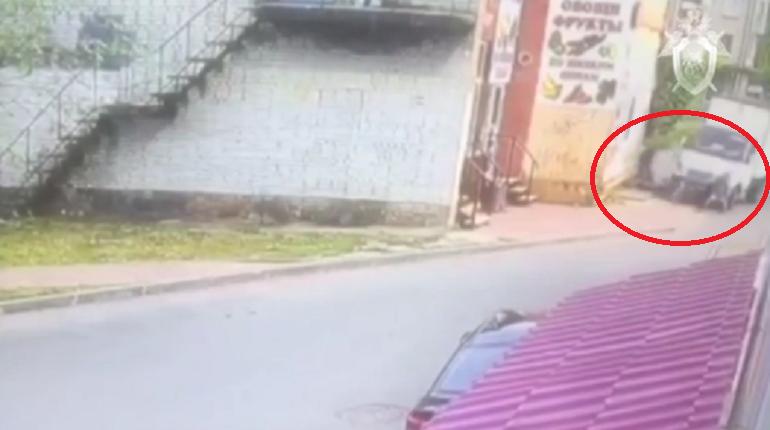 Водителю маршрутки, наехавшему на группу людей в Ломоносове предъявили обвинения с убийстве и покушении на убийство. Об этом сообщает Главное следственное управление СК РФ по Петербургу.