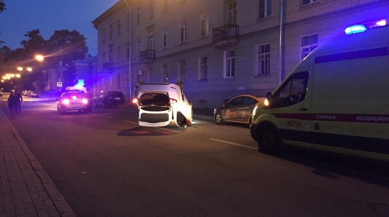 В Пушкине девушка перевернула машину и поцарапала коленку