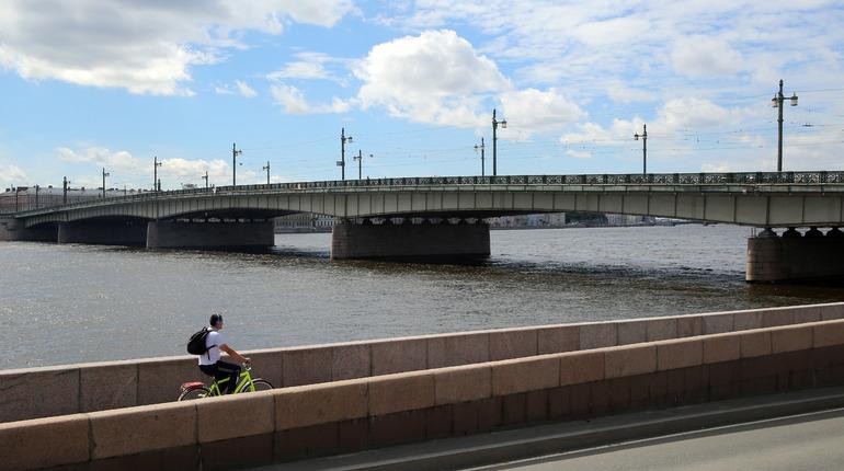 Выдача разрешения на производство книжной торговли, появление нарисованного фаллоса на Литейном мосту и другие события, произошедшие 14 июня, вспоминает