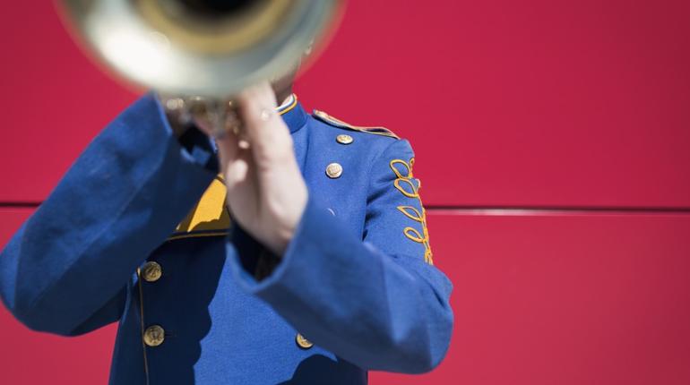 На Невском проспекте в Северной столице уличный трубач дядя Миша порадовал марокканских фанатов гимном их страны.