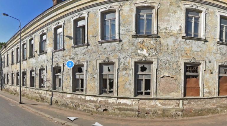 Администрация Выборгского района требует действий по консервации исторических зданий от обанкротившегося Выборг-банка.