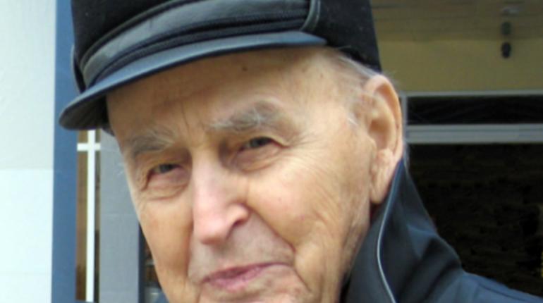 Петербуржец Василий Любин, один из старейших археологов мира, умер в больнице на 101-ом году жизни. Врачи назвали причиной смерти остановку сердца.