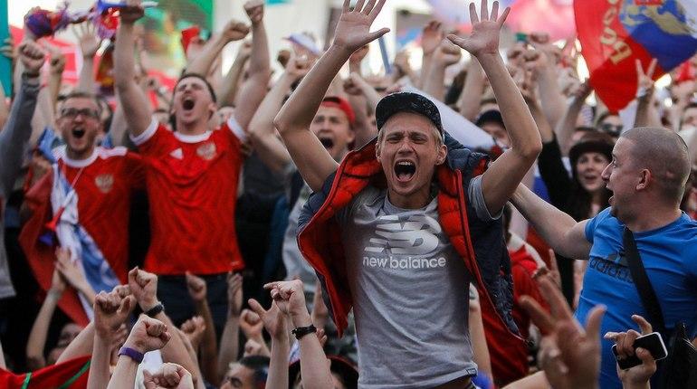 Чемпионат мира стартовал с красивой победы сборной России. Ликование болельщиков и случайных зрителей продолжалось до глубокой ночи. Люди, которым