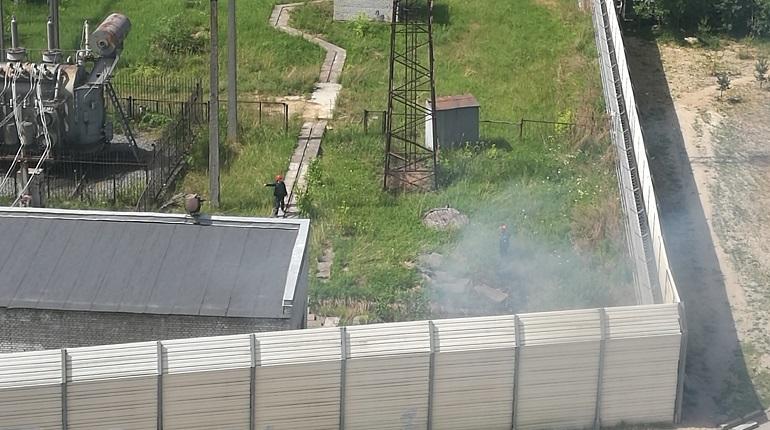 В Калининском районе Санкт-Петербурга загорелась подстанция