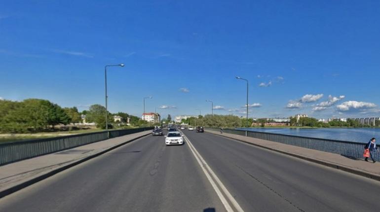 На Большом Ижорском мосту в городе Колпино ограничат движение транспортных средств и закроют проход для пешеходов