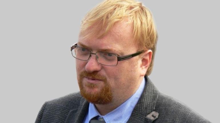 Депутат Госдумы Виталий Милонов, получивший широкую известность благодаря своим бескомпромиссным высказываниям, не позволит издеваться над российскими футболистами и призывает штрафовать выскочек, позволивших себе это, чтобы у них не осталось денег на пиво.