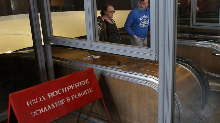 В Петербурге на вход и выход перестала работать станция метро