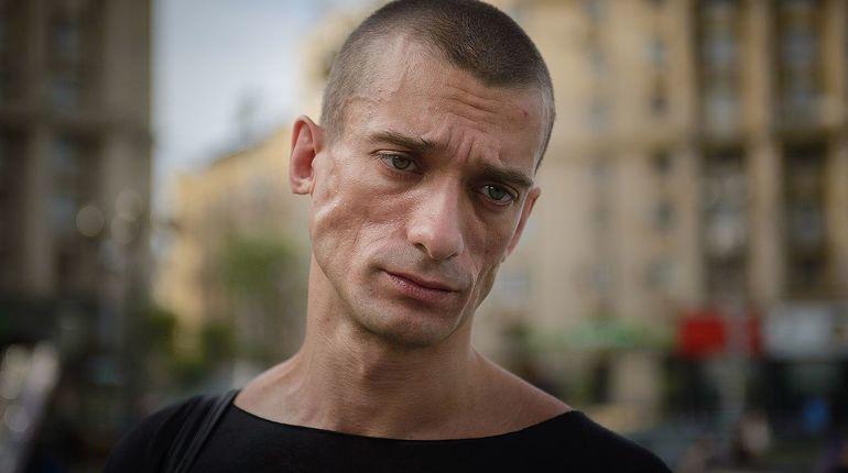 Эксцентричный художник Петр Павленский, возможно, не просто эпатажная творческая личность, а глубоко больной человек, страдающий «бредовыми навязчивыми идеями».