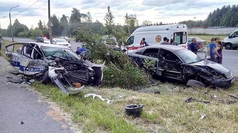 Сегодня, 15 июня, в Ломоносове произошло серьезное дорожно-транспортное происшествие, где два автомобиля буквально