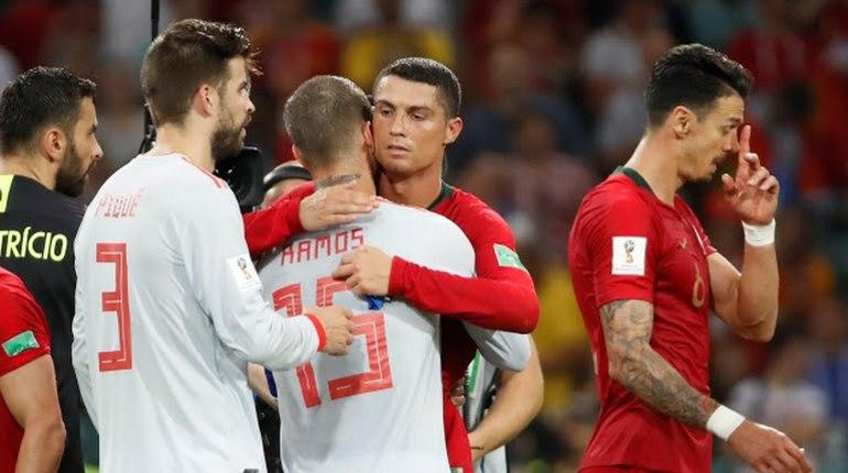 Нападающего сборной Португалии Криштиану Роналду признали лучшим футболистам в матче группового этапа чемпионата мира по футболу в России со сборной Испании. Об этом сообщается на официальном сайте FIFA.