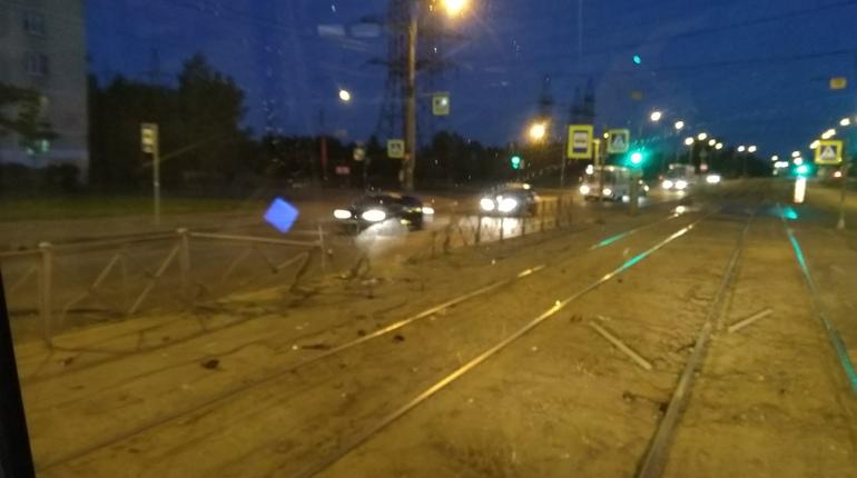 Вечером 15 июня в Красногвардейском районе Санкт-Петербурга произошло дорожно-транспортное происшествие. Об этом сообщают свидетели инцидента в социальной сети