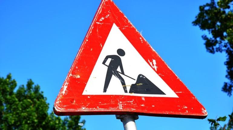 Петербуржцев предупреждают о перекрытиях на КАД. Два съезда будут перекрыты из-за ремонтных работ.