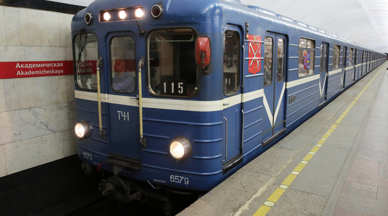 Петербургский метрополитен продлит работу в ночь с 19 на 20 июня. В этот день на стадионе «Санкт-Петербург» встретятся сборные России и Египта.