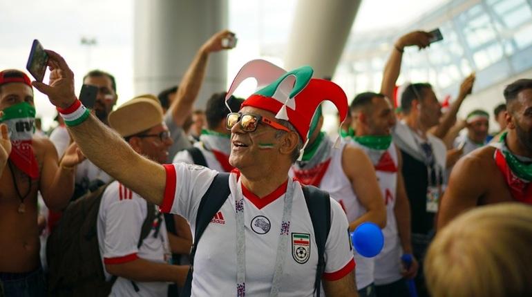 На стадионе «Санкт-Петербург» пение болельщиков из Марокко заглушили дудки с иранской половины. Услышав такой звук, болельщики не могли не вспомнить вувузелы с ЧМ-2010 в ЮАР.