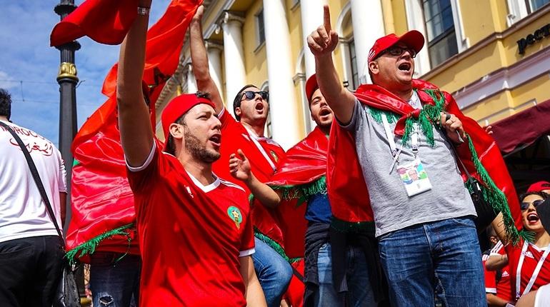 Жители Петербурга второй день делятся впечатлениями от шумихи, которую навели в культурной столице России болельщики из Марокко и Ирана. Накануне национальные команды встречались на стадионе «Санкт-Петербург».