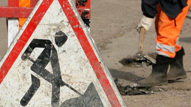 На пересечении проспекта Наставников и Ириновского проспекта в Северной столице будут проводить работы по прокладке канализации.