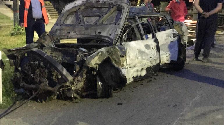 Автомобиль превратился в автохлам после аварии с поездом в Ленинградской области. Водитель выжил только чудом.