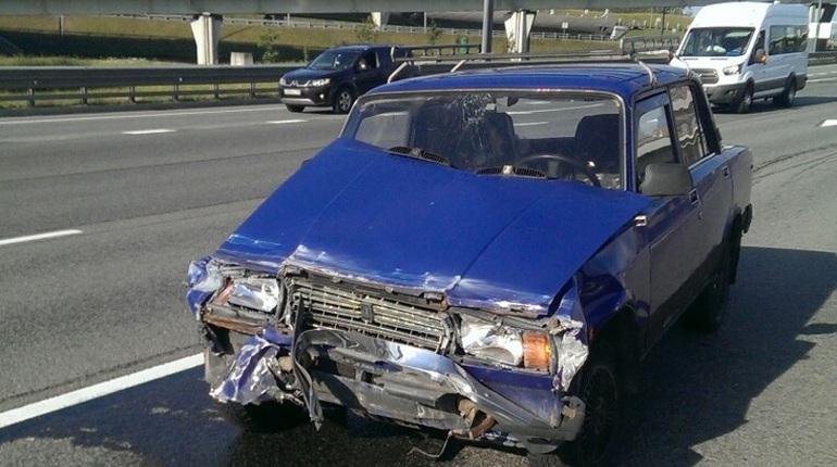 В Петербурге ищут виновника ДТП на КАД, который врезался в отечественный автомобиль и скрылся с места аварии.