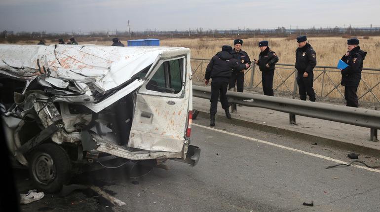 В Приозерском районе Ленинградской области произошла авария в деревне Кривко, автомобиль, в котором находились два пассажира, улетел в кювет.