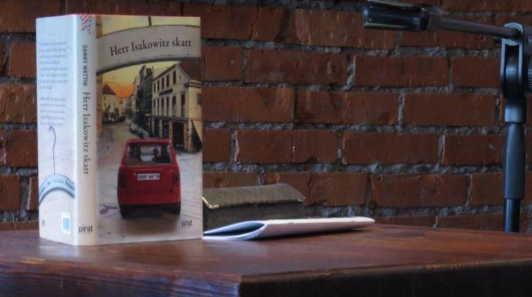 С 19 по 21 июня в городе на Неве пройдут «Летние чтения». В книжных магазинах, кафе и арт-клубах города прозвучат отрывки из произведений современной зарубежной литературы в исполнении актеров и чтецов петербургских театров.