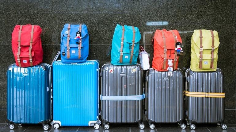 В Петербурге сотрудники полиции нашли потерянный чемодан футбольного фаната из Марокко. Мужчина обратился к сотрудникам правоохранительных органов на Московском вокзале.