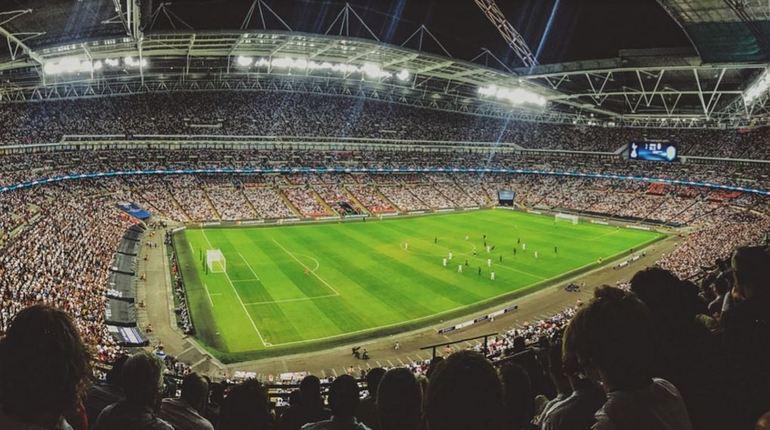Стало известно, что в ночь на 18 июня футбольные фанаты из Ирана оккупировали выход на станцию