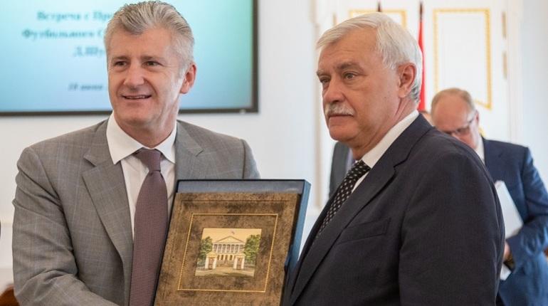 Губернатор поздравил Давора Шукера с победой сборной Хорватии в первом групповом матче.