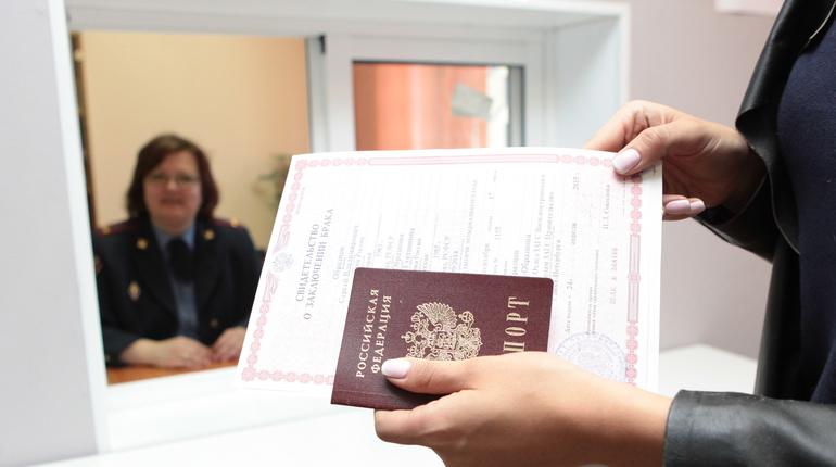 В России вырастут госпошлины на оформление заграничного паспорта нового образца. Госдума одобрила законопроект в третьем чтении.