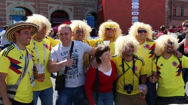 На Чемпионате мира Россия показала себя с неожиданной стороны. Пока местные болельщики не могут поверить успехам сборной, иностранные гости удивляются гостеприимству россиян.