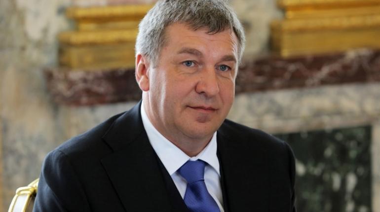 Игорь Албин проверил, как идут работы на стройплощадке школы на Мебельной улице, которая станет одной из крупнейших школ Петербурга.