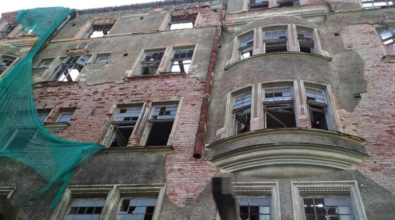 Неприглядные картины улиц Выборга, переполненных разваливающимися домами, замаскируют в честь Дня города. К 19 августа Выборг должны украсить баннерами и флажками на сумму в 4 миллиона рублей.